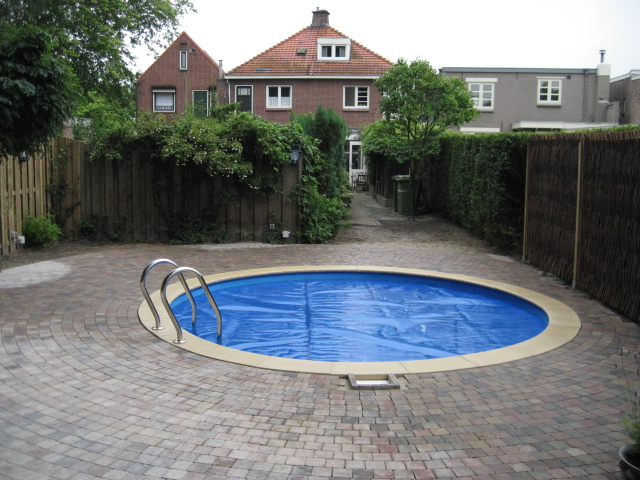 Zwembaden rond pakketten randstenen etc. zelfbouw